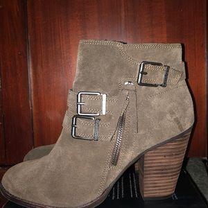 Gianni Bini ankle boots